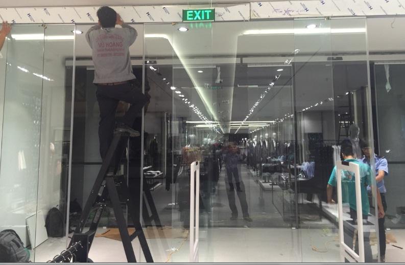 Cửa kính tự động giá rẻ tại thành phố Hồ Chí Minh