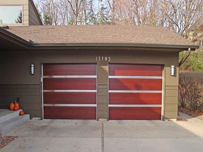 Cửa nâng garage bằng gỗ