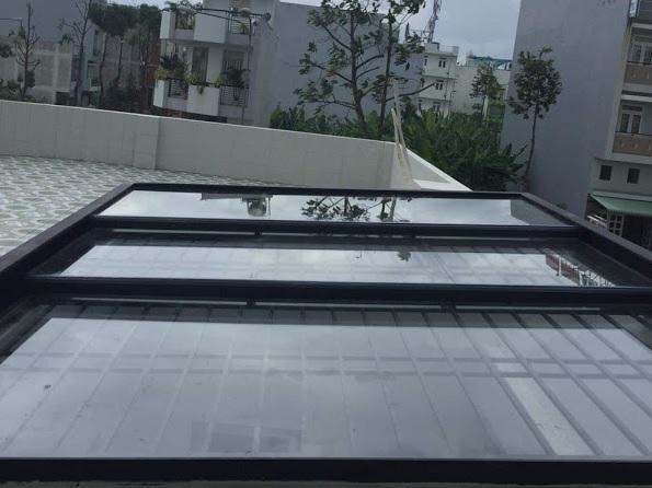 Chi tiết mái kính giếng trời đóng mở tự động