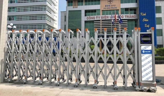 Cổng xếp tự động hàng rào bảo vệ chắc chắn