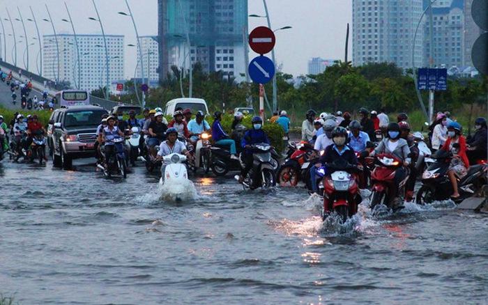 Cửa tự động chống ngập cứu tinh cho mọi tình huống ngập lụt