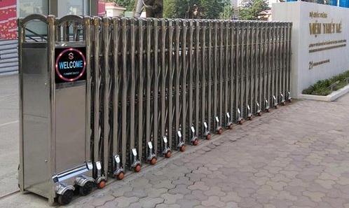 Lắp đặt cổng xếp inox chạy điện chất lượng cao