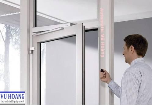 Lắp đặt cửa tự động Swingdoor chuyên nghiệp tại Đồng Nai