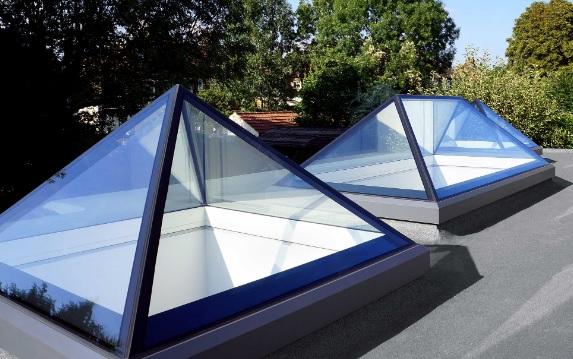 Lắp đặt mái che giếng trời hình chóp tự đóng mở không còn ngại mưa nắng
