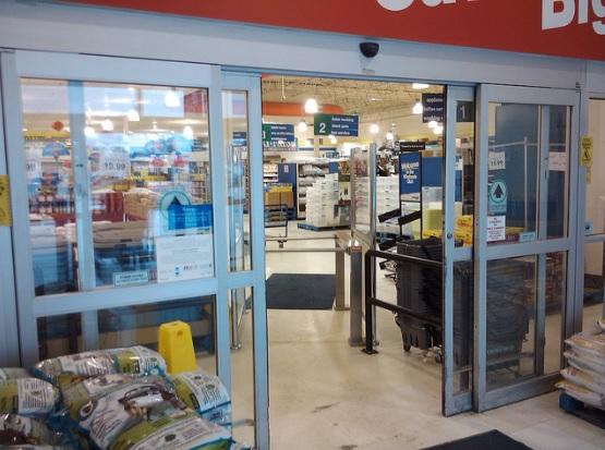 Thi công - Lắp đặt cửa kính siêu thị, cửa kính biệt thự chất lượng cao.
