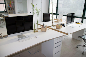 Thiết kế không gian văn phòng nhỏ đẹp nhờ kết hợp với cửa kính tự động